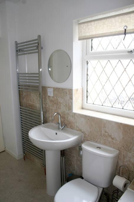 Hardy Room bathroom