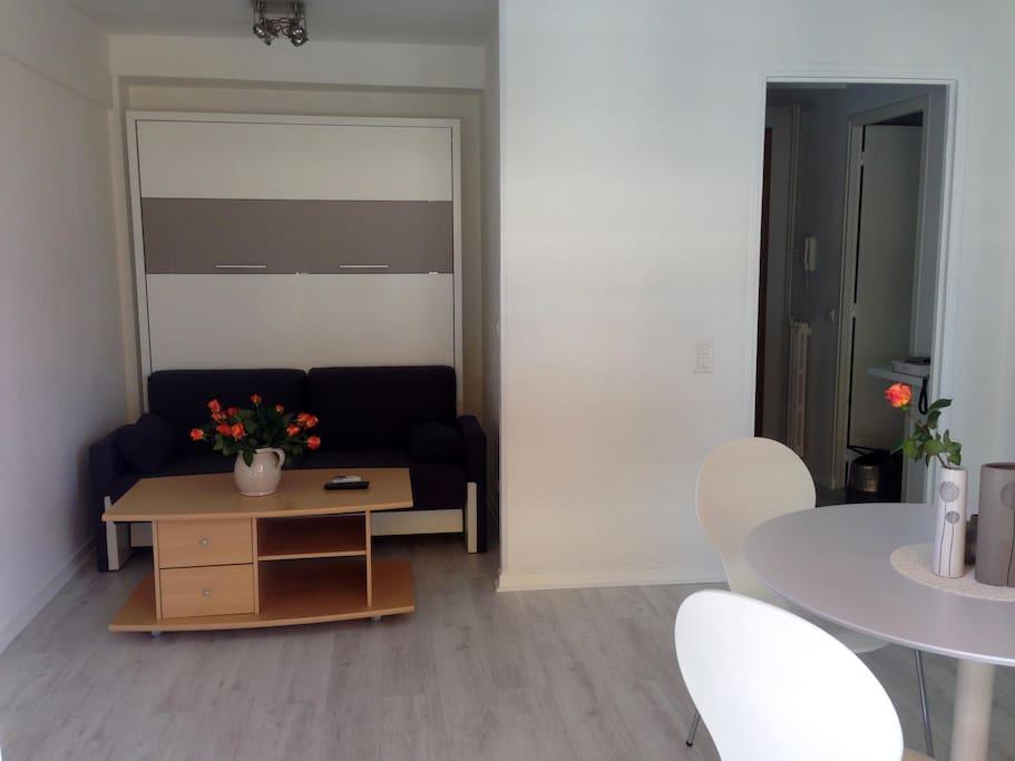 espace chambre avec meuble lit kétiam 140 cm