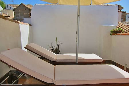 Great one-bedroom Apt in a quiet Albayzin area at walking distance to Alhambra. Terrace; Free WiFi; Comfortable; Perfect for Independent Travelers. Easy access to Sierra Nevada and the Alpujarras. Contact us Today and Enjoy Granada like a true local.