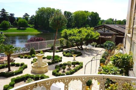 Beautiful Riverfront Villa in Dordogne - Port-Sainte-Foy-et-Ponchapt