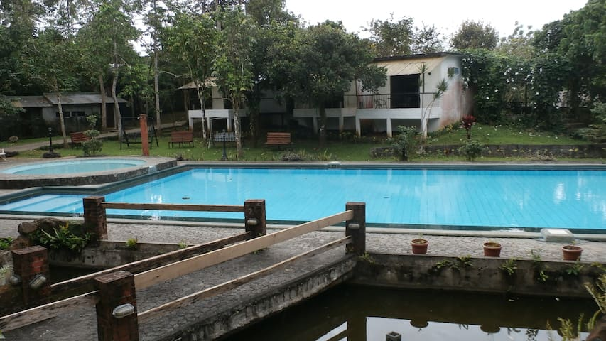 Glamorous Camping in Alfonso with Pool - Alfonso