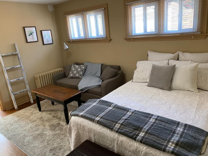 Spacious Private Room - Downtown Brantford