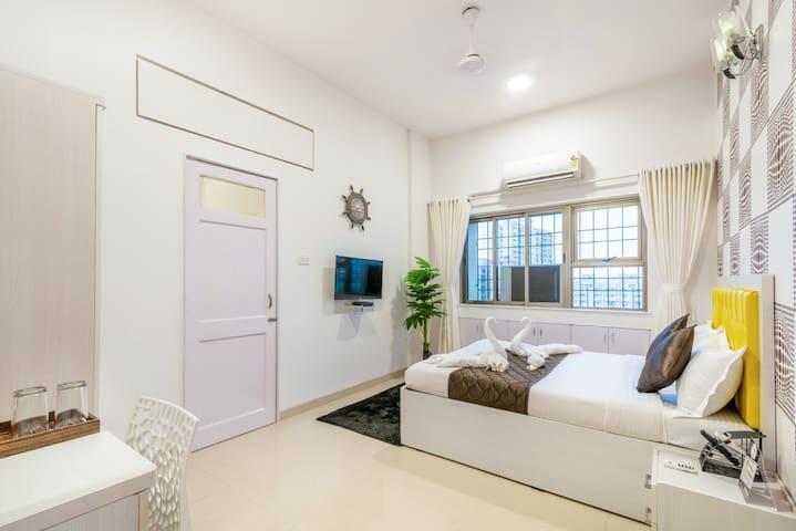 Room for Business Traveler in Bandra ( BKC )