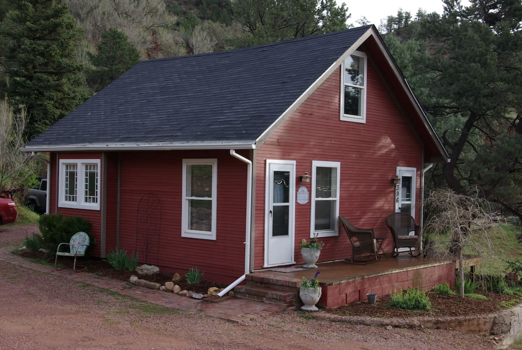 Quiet peaceful mountain cottage cabins for rent in for Cabin rental colorado springs