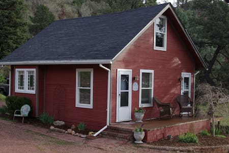 Quiet, Peaceful, Mountain Cottage - Manitou Springs - Mökki
