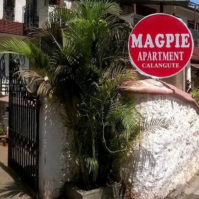 Main gate to Magpie Apartment.