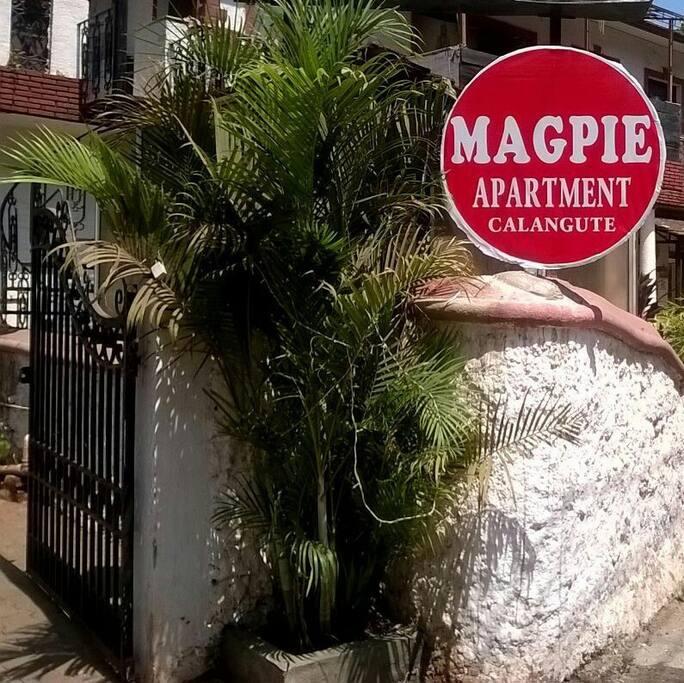 Main gate to Magpie Apartment.
