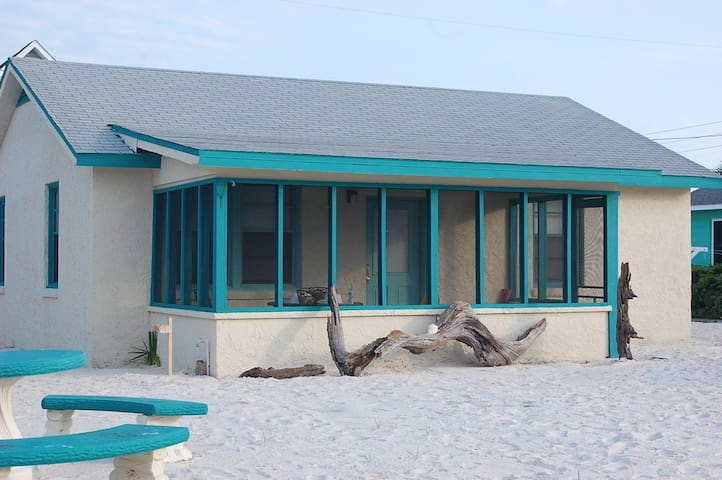 Beach Cottage - beachfront access - Mexico Beach - Hus