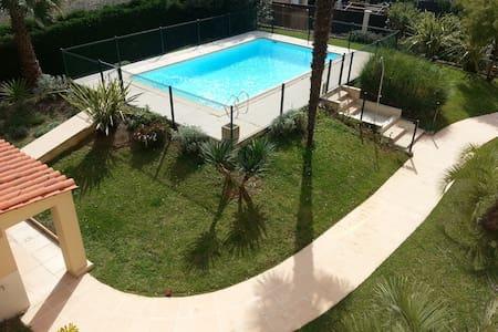 Agréable t2 terrasse piscine plage