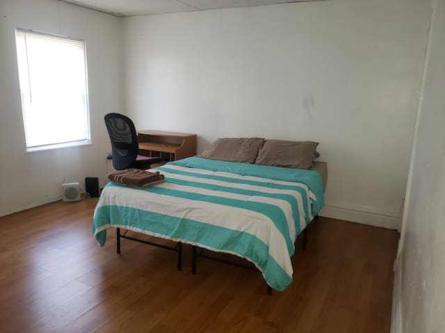 Private and Cozy Master Bedroom in South Oakland
