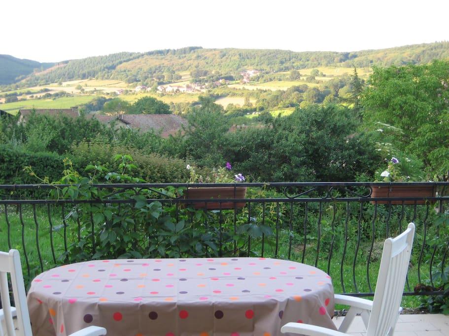 La terrasse avec vue sur Blanot