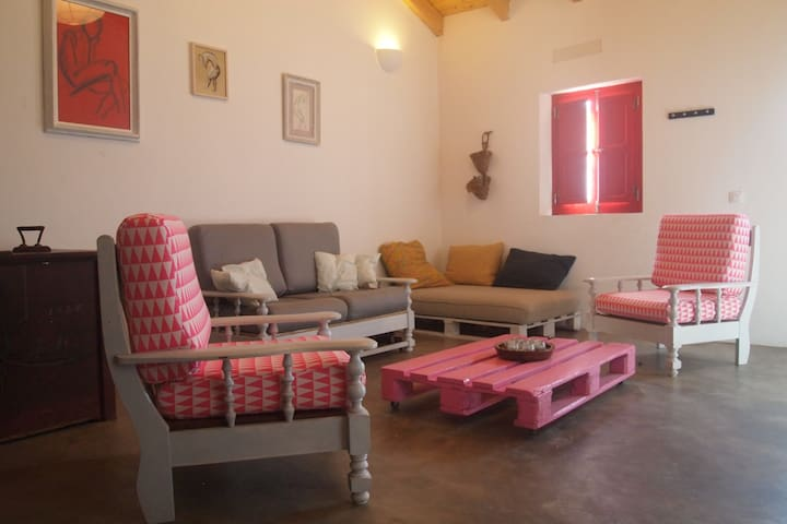 The Pink Pallet House - Raposeira - Huis