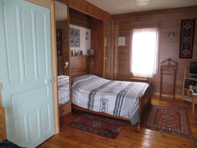 chambre spacieuse chez l'habitant - Locmiquélic - Casa