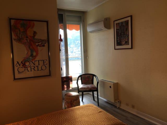 Climatisation et accès terrasse dans la 2ème chambre