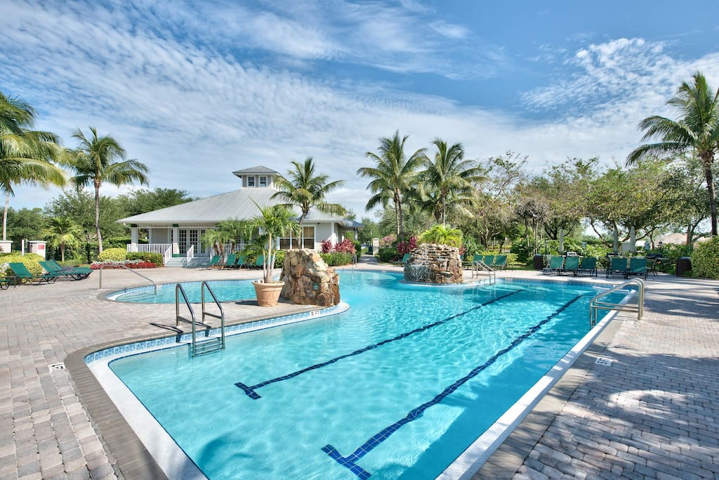 Catina Golf Condo at the Lely Resort - Community Swimming Pool and Hot Tub