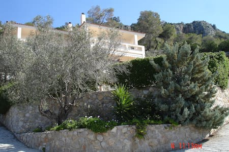 private beach house Athens riviera - Perachora - House