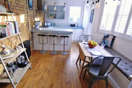 Cosy designer apartment with garden, Greenwich LDN