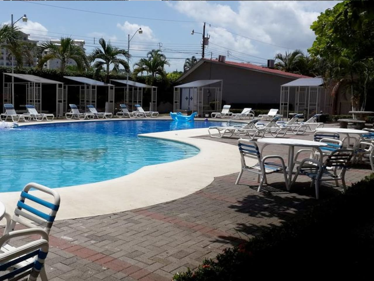 Pool, 24/7 security, BBQ, green areas