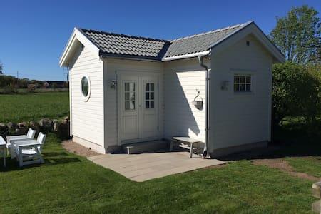 Charmigt gårdshus nära havet - Varberg