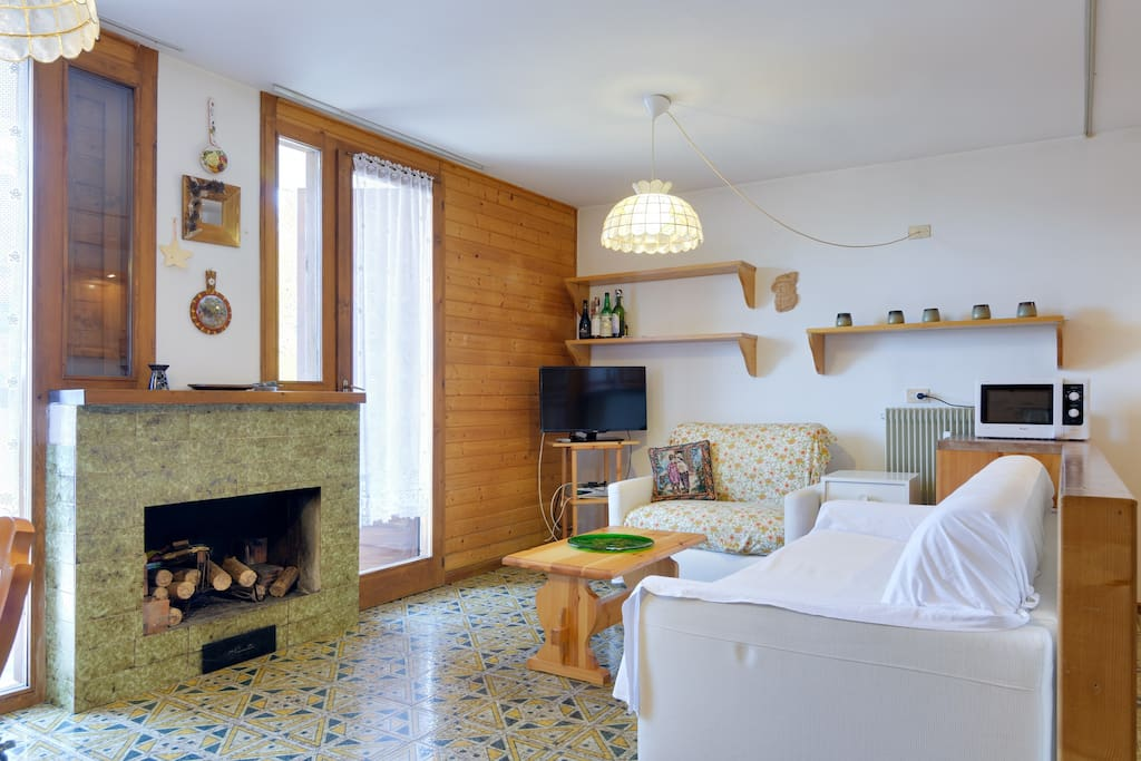 Living room with access to terrace with view on Val di Sole and Dolomiti di Brenta