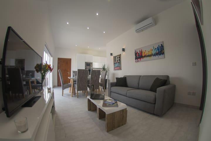 Bright & Stylish New Penthouse, Swieqi St.Julian's