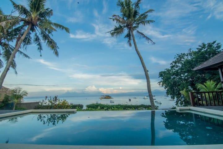 Jipsi Beach House - Absolute Beachfront Villa