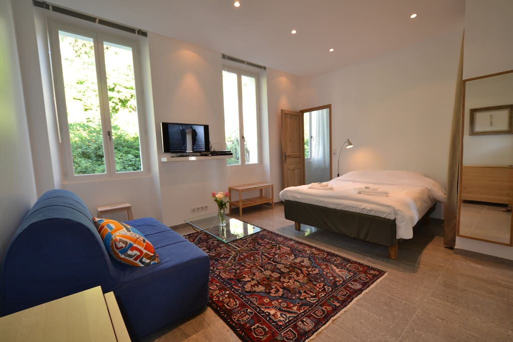 R sidence barri vert 2 apartments for rent in cannes for Sofa bed 140cm wide