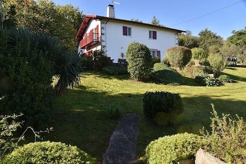 Maison au pied de la Rhune, proche St Jean-de-Luz