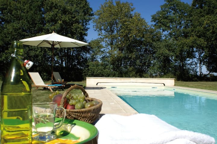 Belle demeure piscine chauff e et tennis priv s for Belle piscine paris