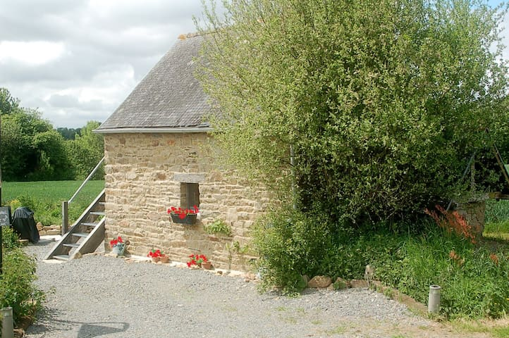 Mt St Michel Historic B&B cottage - Saint-Ouen-la-Rouërie - Bed & Breakfast