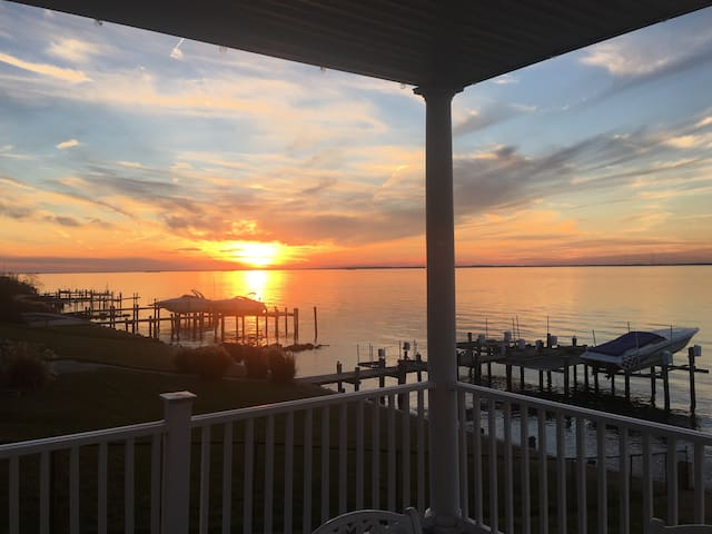 Stunning new home on Bay w dock! - Stevensville - Casa