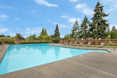 Spacious newly remodeled apartment in Kirkland - Kirkland
