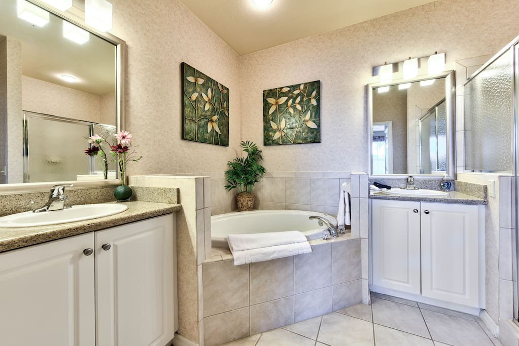 Casabella Golf Condo at the Lely Resort - Master Bathroom with Spa Tub and Walk In Closet