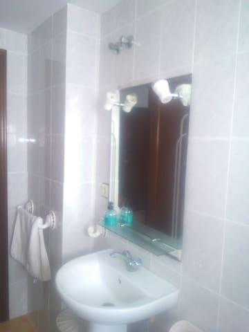 Habitación muy cómoda y luminosa - Los Palacios y Villafranca