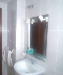Habitación muy cómoda y luminosa - Los Palacios y Villafranca - Bed & Breakfast