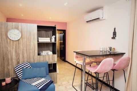 Uusi ihana vaaleanpunainen studio (2mn kävely GrandBay Beach)