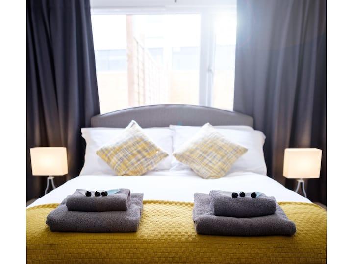 NEW: Modern, 1 bed garden apt, 4 guests, parking