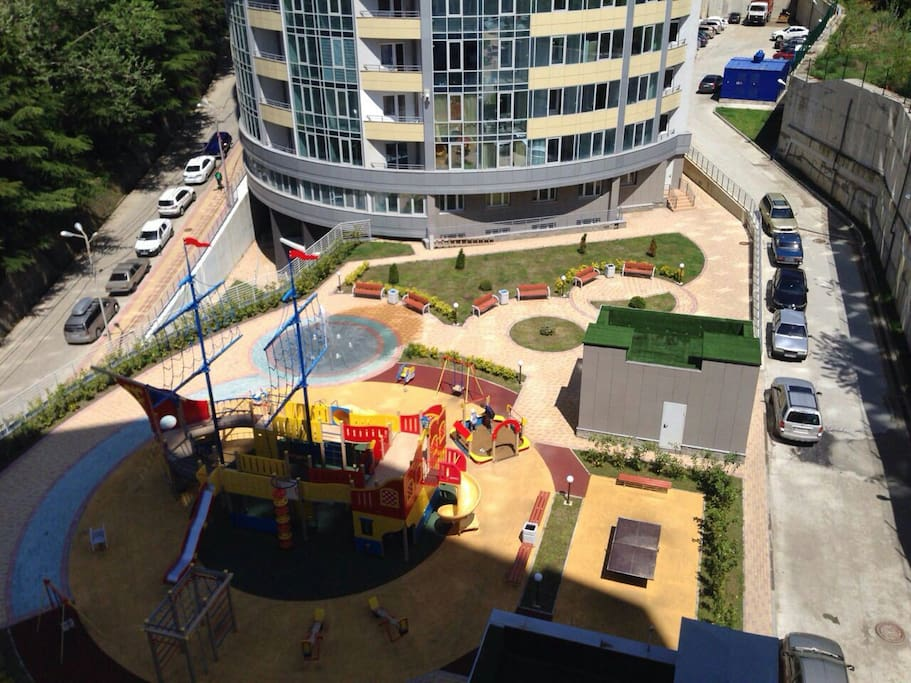 Вид на площадку с общего балкона