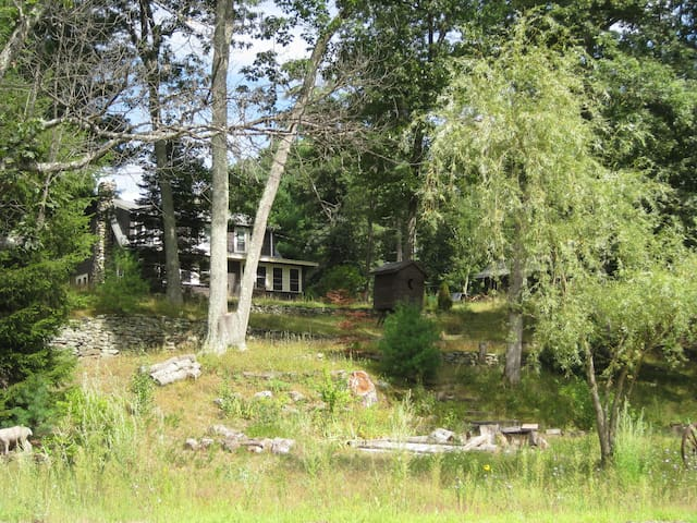 2 bedroom home, near pond and brook - Westford - 獨棟
