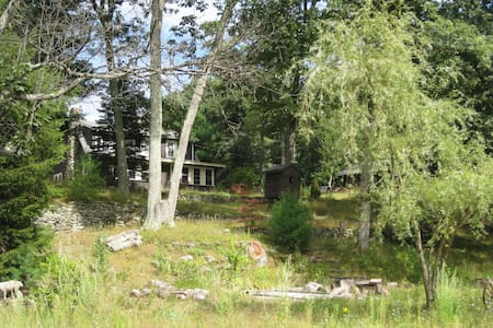 2 bedroom home, near pond and brook - Westford - House