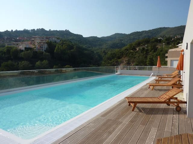 Beautiful apartment sea view on the hills of Mandelieu