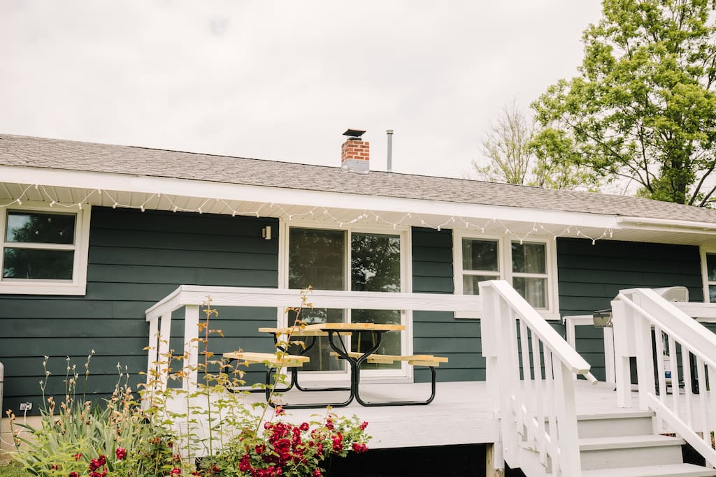 The back porch has a grill and a large picnic table looking over a 2 acre lawn. You can also see all of the Aurora Cellars Estate vineyards from the comfort of your rental stay.