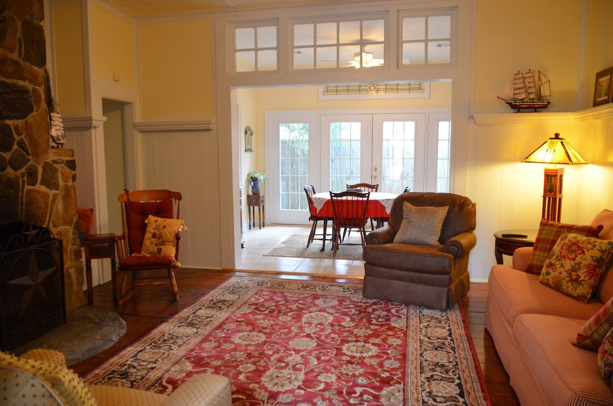 Cozy \u0026 Renovated Cottage Near Park - Houses for Rent in Columbus ...
