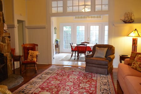 Cozy & Renovated Cottage Near Park - Columbus - Maison