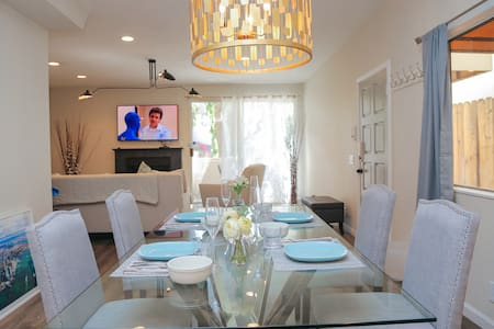 WeHo 2nd Bedroom in 3bdrm Townhouse