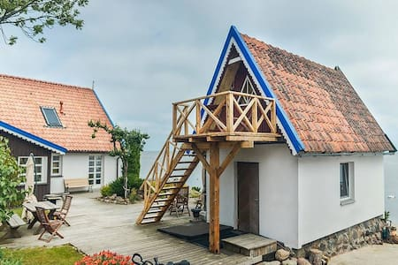Fishermans house on the lagoon shore/Vila Preiloja