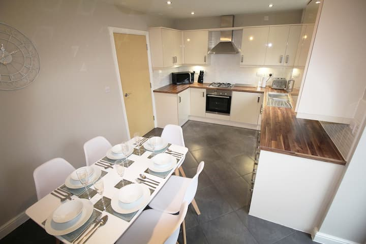 Luxury Townhouse - Chester City Centre