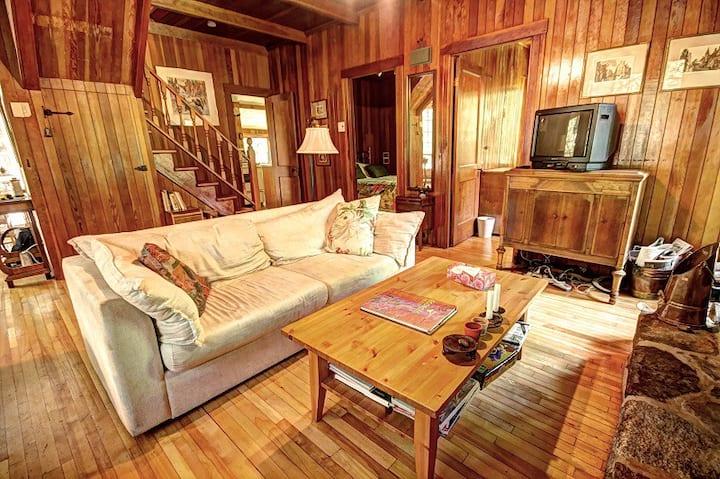 Authentic lakefront cottage