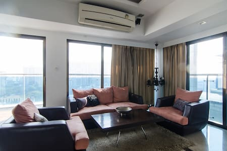 2bhk cozy apartment in bandra with a huge balcony - Mumbai - Wohnung