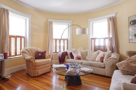 Cozy & Airy Room in Coolidge Corner - Brookline - Condominium